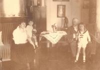 Családi csoportkép 1923 körül