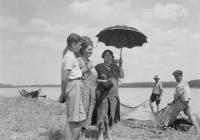 Mészöly (Molnár) Miklós édesanyjával és nagynénjével
