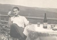 1938-ban az Üdülő szálló teraszán a Mecsekben