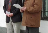 Pomogáts Béla irodalomtörténész avatóbeszédét mondja (2003.11.26.)