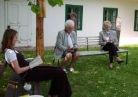 Másnap a kertben: Klippel Rita, Radnai Józsefné és Hortai Csabáné (2004.05.01.)